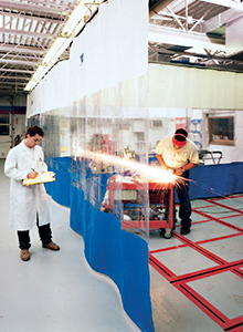 Curtain wall for air containment