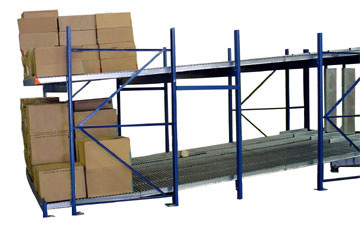 carton flow rack and conveyor in a warehouse