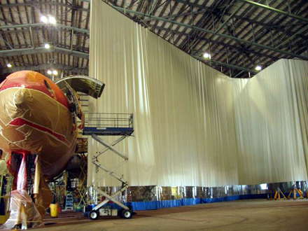 Large curtain wall in aerospace application
