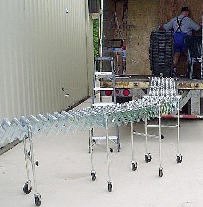 flexible skatewheel conveyor loading a truck