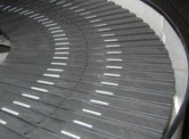 Smooth flow spiral conveyor slats