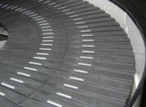 Smooth flow spiral conveyor slats