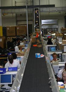 Trash conveyor in an incline, carton operation