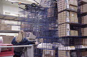 horizontal carousel picking in a distribution center